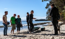 Local residents stop to observe the port jackson tagging while filming in Jervis Bay ©Danielle Ryan Sept:Aug 2014